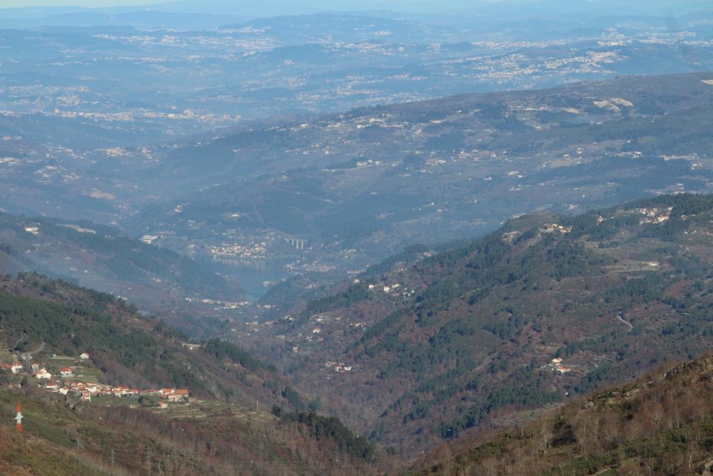 Vale do Bestança com o Douro em fundo. Portas de Montemuro, dezembro 2016